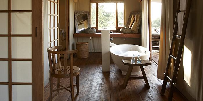 Sayari-Camp-guest-bathroom-Serengeti-lodge-2
