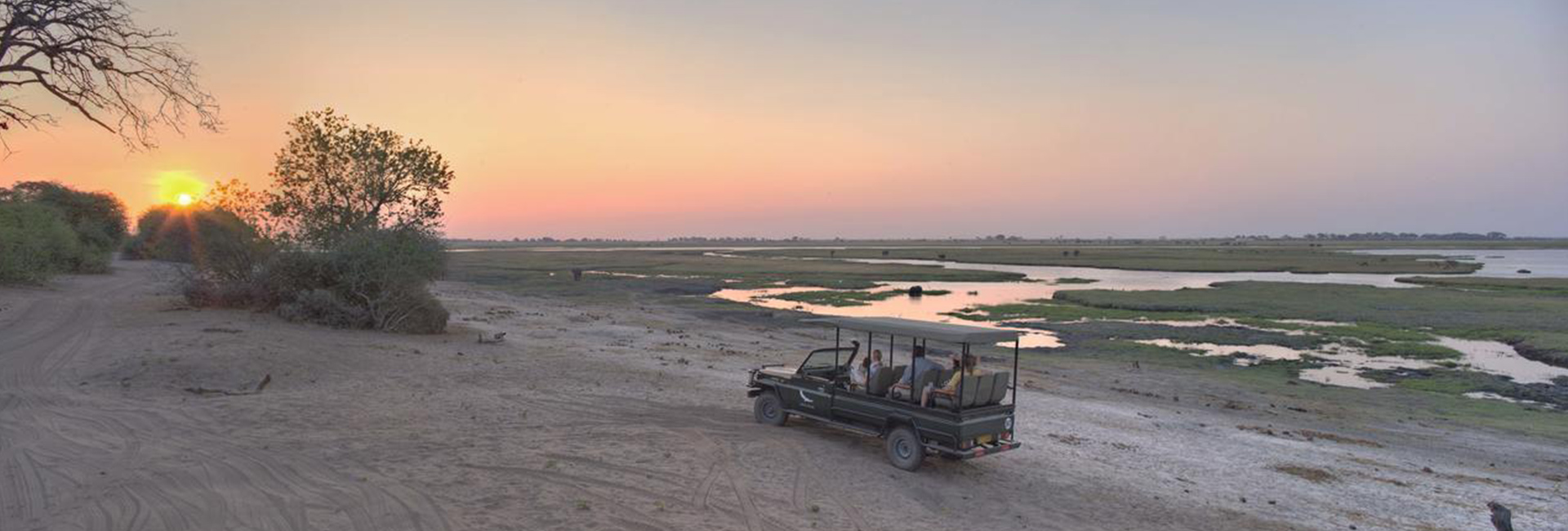 andbeyond-chobe-under-canvas-game_drive-sunset